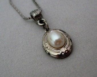 Precious Faux Pearl Silver Tone Keepsake Picture Locket Necklace