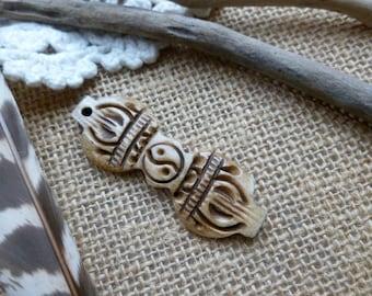 1x Hand Carved Ox Bone Nepal Pendant, Jewellery Findings C13
