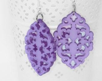 chandelier earring fuchsia