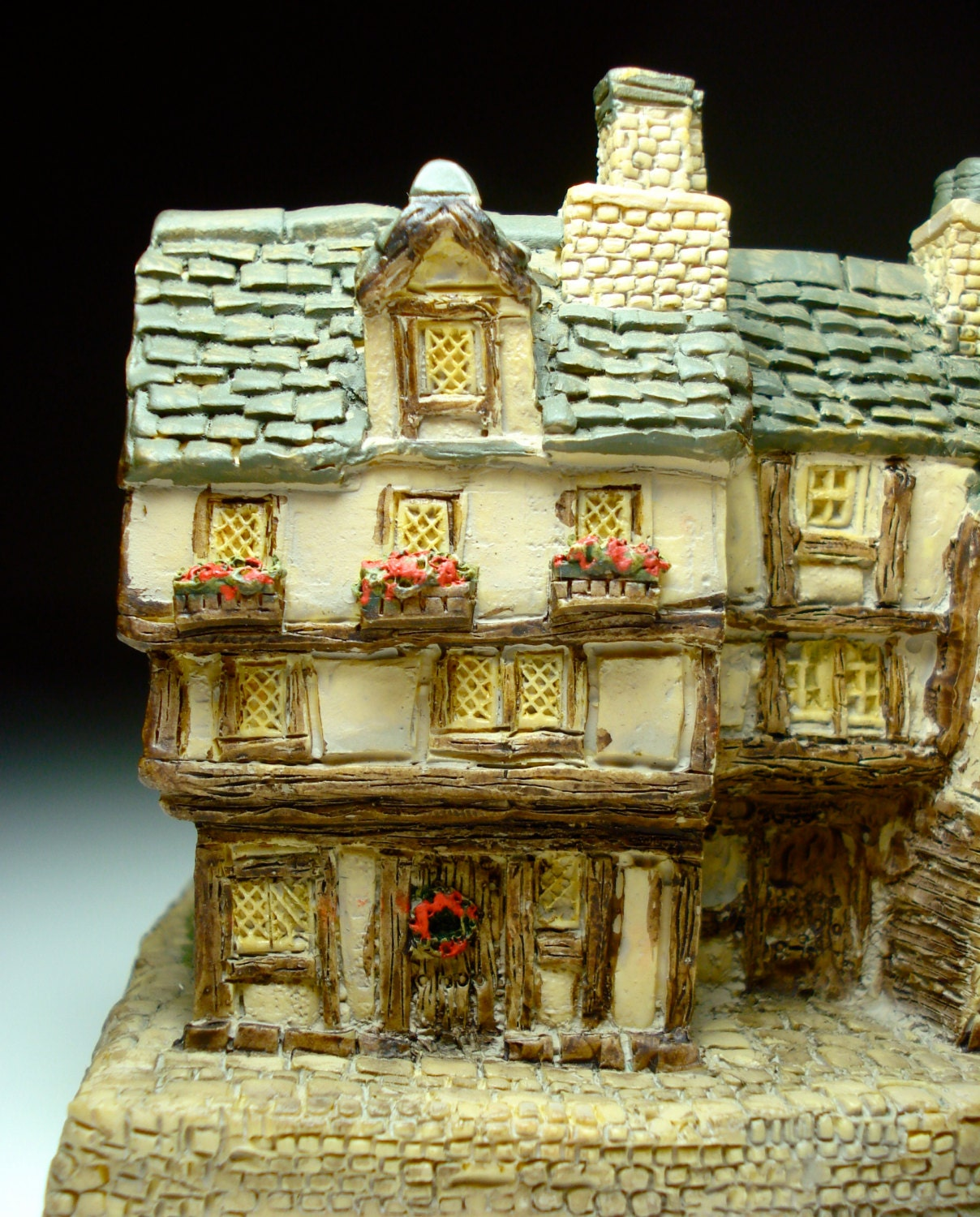 Tiny Tim A Christmas Carol: A Christmas Carol Miniature Tiny Tim's Home By