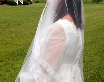 1950's White Tulle & Lace Wedding Veil with Faux Pearls, Vintage Rockabilly / Pin Up Bird Cage Veil, 41 inches, Princess Kate,  1960's Veil