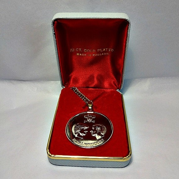 Princess diana jewelry prince charles 22 ct by for Princess diana jewelry box