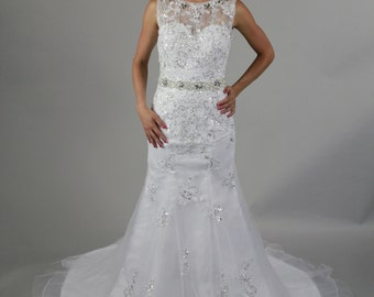 New Design A-line Sheer Neckline Embellished With Crystal Beads Tulle& Lace Wedding Dress