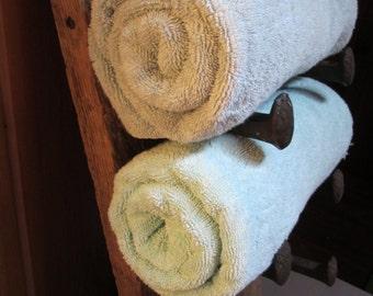 Country home decor, country bathroom decor, rustic bath decor, rustic home decor, towel rack, wood towel rack, barnwood towel hanger