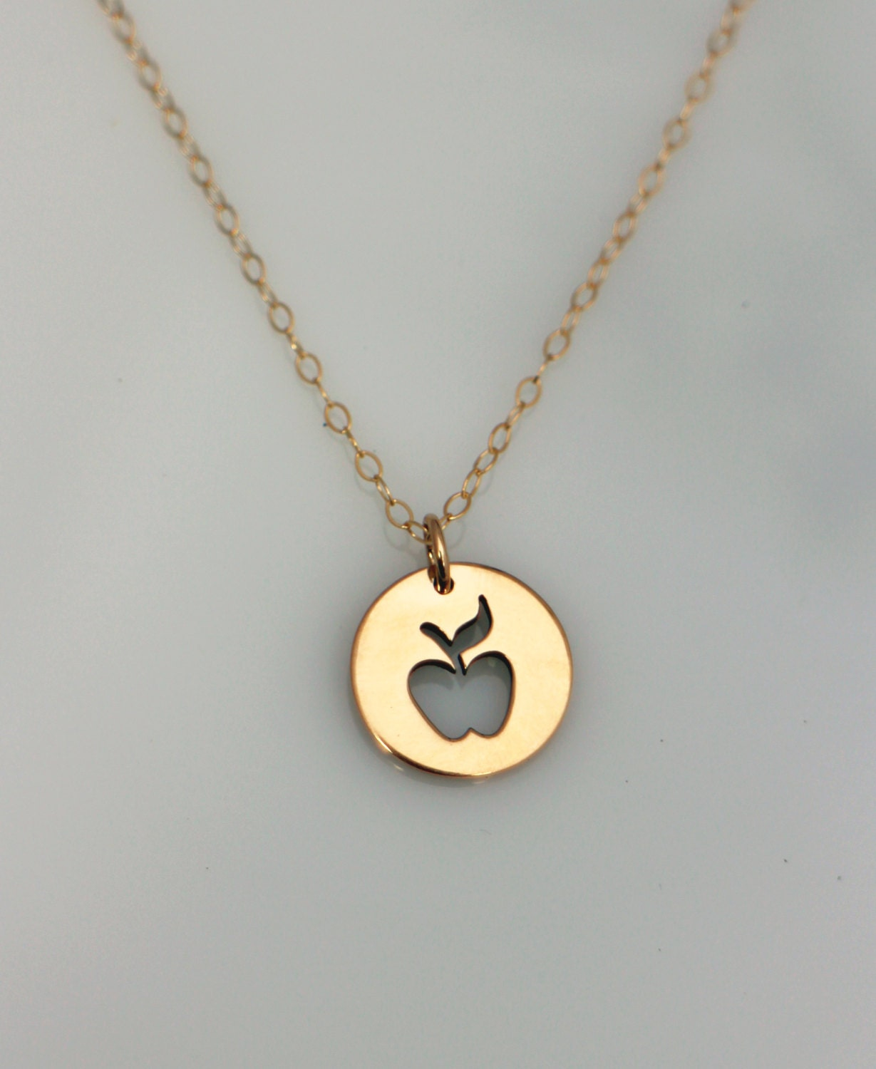 apple necklace. 🔎zoom apple necklace l