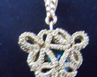 Tatted Pendant Emeral Swarovski and Gold