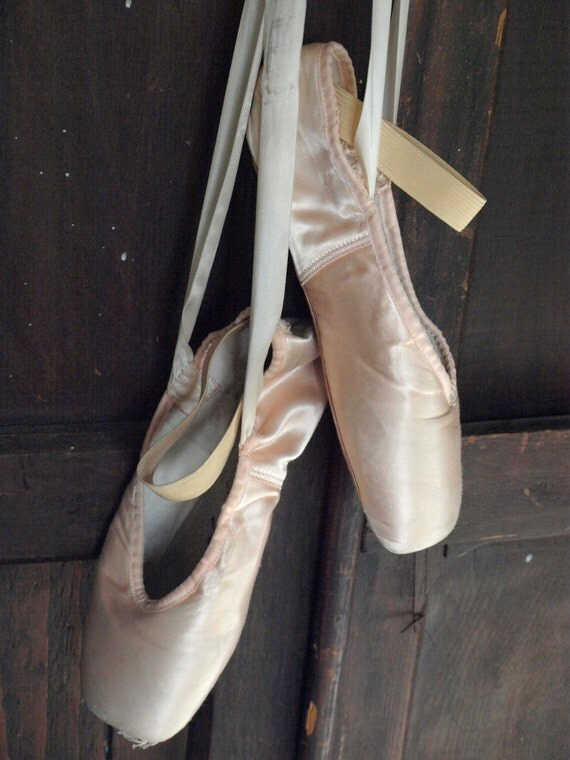 Ballet pointe shoes shabby chic decor art by onawhimsyvintage for Ballet shoes decoration