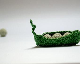 Pea Pod with 3 peas(smaler) - Crocheted playfood  - Play kitchen -Motor skills development - Safe childrien's games. Kitchen decor