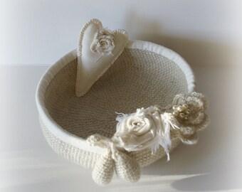 Basket Schabby Chic, Kitchen decoration,  heart, aplique, textil art,