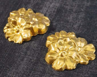 Large Triplet Floral Daisy Bouquet Stamping - Raw Brass - 2pcs