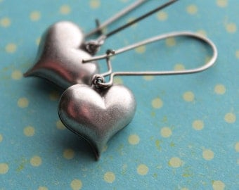 Antiqued Heart Earrings - Surgical Steel Kidney Earwires