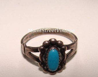 Vintage Sterling and Turquoise Oval Southwestern Ring sz 5.6