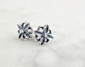 Flower studs, Sterling Silver, dainty stud earrings, Nature jewelry