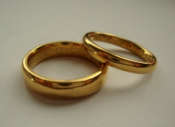 22k solid Gold classic wedding band set with foreign language