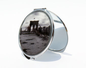 COMPACT MIRROR - Makeup Mirror - Brooklyn Bridge Black and White Compact Mirror - Custom -  NYC Mirror, Bridesmaid Gifts