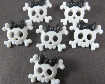 Cute Skull and Bones with Ribbon Novelty Buttons