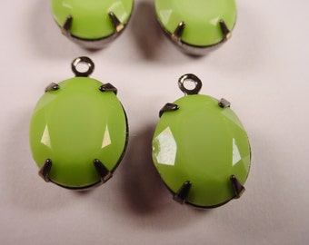 Vintage Lime Green Glass Oval Stone Charms 12x10 1 Ring GUNMETAL