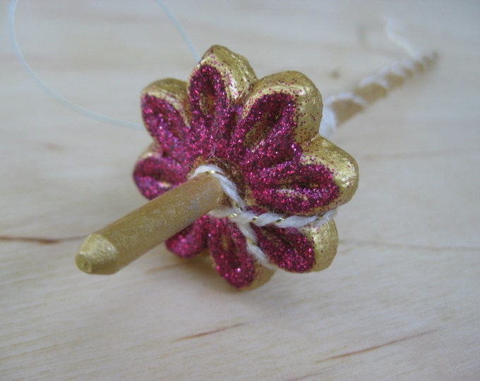 Woolpops Small Glitter Floral Top Whorl Drop Spindle Decoration with Glitter