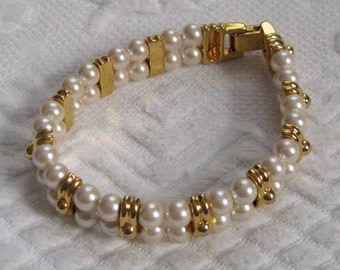 70s Fashion Bracelet . pearl bracelet . pearl and gold bracelet