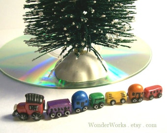 1:12 Miniature Dollhouse Tiny Toy Train Hand Sculpted 7 Micro Rainbow Cars Collectible Train