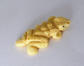 Lizard or Frog Large Bone Focal Bead