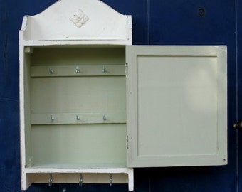 KEY BOX, KEY Cabinet, Wall Hanging Keys Hanger - Cream Shabby Chic Key Holder