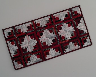 Quilted Log Cabin Table Runner (EDTR26)