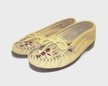 1980s shoes / vintage 80s moccasins / leather / 8.5 / 9 / Beige Leather Beaded Moccasins