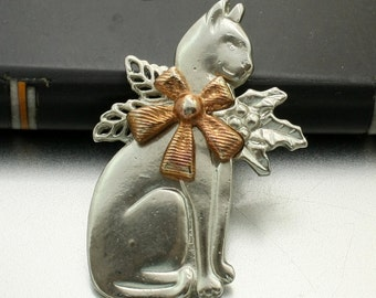 Christmas Cat Brooch, Cat with Holly, Cat with Bow, Pewter Cat Brooch, Holiday Cat Pin, Cat Lover Gift, Cat Jewelry, Vintage Cat Brooch