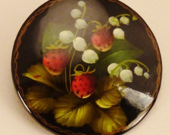 LAQUER RUSSIAN  BROOCH  Handcrafted Stawsberries   Decorative vintage app 2 in diam