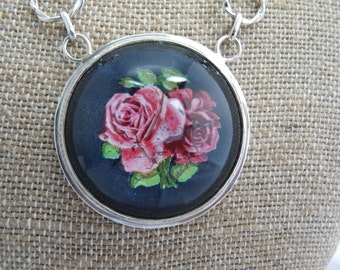 Bridle rosette flower necklace