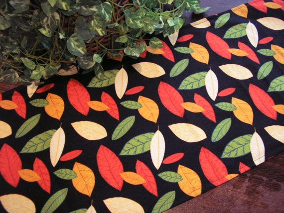 Table Runner Autumn Leaves Padded