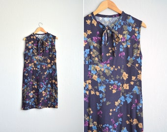 SALE / vintage handmade dark purple FLORAL SHIFT dress with ascot. size l.