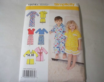 New Simplicity, Childrens' Sleepwear  Pattern, 1574A  (1/2-1-2-3-4) (Free US Shipping)