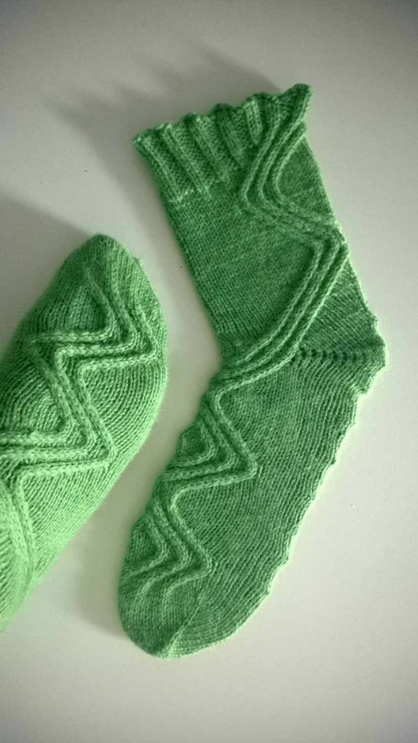 Knitting Pattern For Tardis Socks : Doctor Who Cable Socks Knitting Pattern. Run You Clever Boy