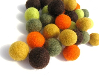 Felted balls 2cm - Fall colors mix - 35 pure wool beads  (W260B)