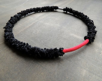 50 % sale: Red and black choker in ruffled and smooth crochet
