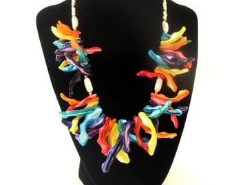 Unique Vintage Unmarked Multicolored Vibrant Rainbow Oblong Shell Statement Choker Necklace