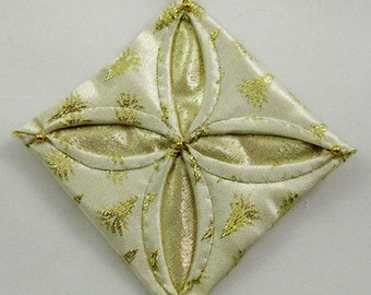 Gold Cathedral Window Christmas Ornament 815