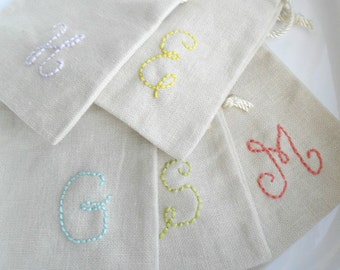 Personalized pouch / Customized Color.  Hand stitched  / natural linen cotton  /  Bridesmaids gift  / baby shower