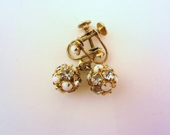 Clip on earrings. Gold earrings. White and rhinestone screw back earrings. Vintage jewelry. Small earrings. Vintage bridal earrings.