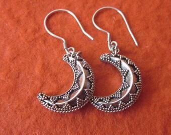 Bali Sterling Silver Moon Dangle Earrings / handmade silver jewelry / Moon Earrings / Silver 925 / Moon
