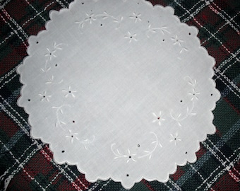 Vintage Round DOILIE Made of EMBROIDERED LINEN - 9 1/4 Inches in Diameter