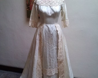 The Winter Bride...vtg60's William Cahill of Beverly Hills Guipure Taffeta Quarter Length Sleeved Overskirt Classic Wedding Gown...sz 0-2