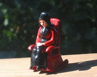 Whistlers Mother salt and pepper shaker set, red and black, cast metal