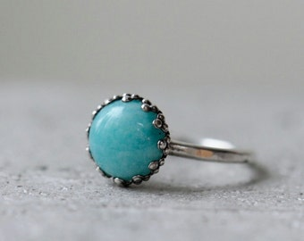 Bright turquoise amazonite ring size 7.5 with light hammered texture. Sterling silver.