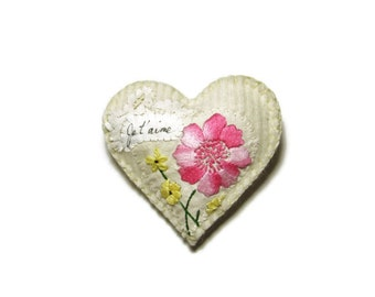 Heart ornament/Je t'aime vintage floral on white felted knit