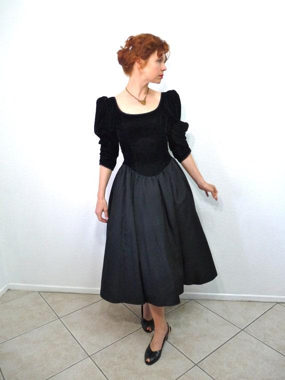 Sale 80s Black Velvet Party Dress Gunne Sax by Jessica McClintock Taffeta Full Skirt Princess gown, Party Prom Holiday dress