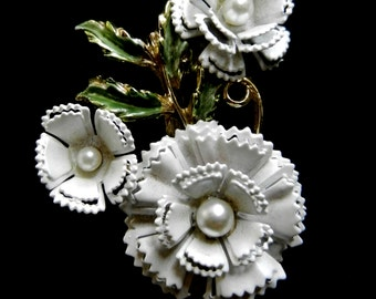 Antique Brooch 1950 - Carnation flower, exquisite design in gold with enamel and pearl-Exquisite Birthday Flower unsigned--art.952/2-