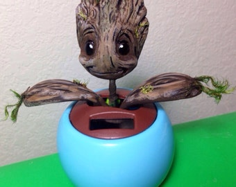 Dancing Baby Tree: Solar Powered